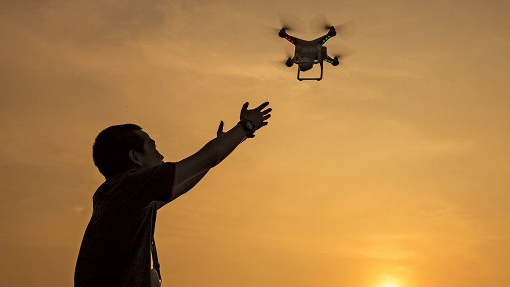 máy quay drone elle man re