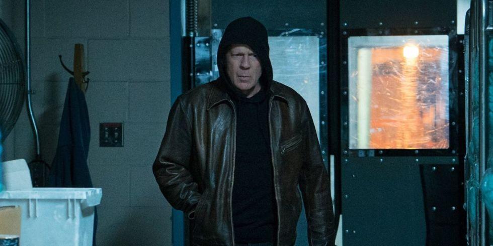 Từ một bác sĩ ẩn mình trong áo hoodie, Kersey trở thành sát nhân.