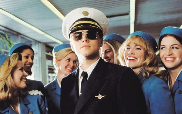 Leonardo DiCaprio trong phim Catch me if you can.