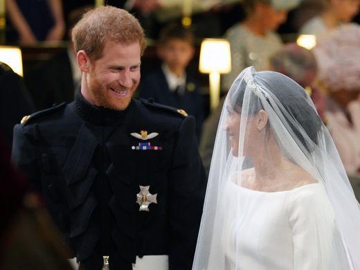 Hoàng tử Harry đã thốt lên sau khi nhìn cô dâu.