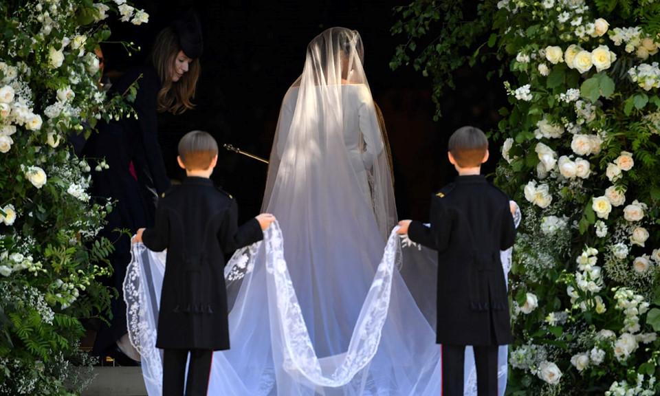 Bộ váy cưới hoàng gia.