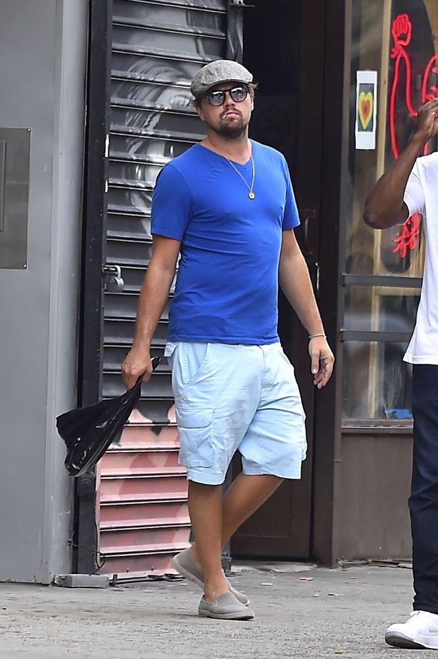 Tài tử Leonardo DiCaprio cũng mắc lỗi thời trang khi chọn chiếc quần cargo rộng thùng thình. (Ảnh: Getty Image)