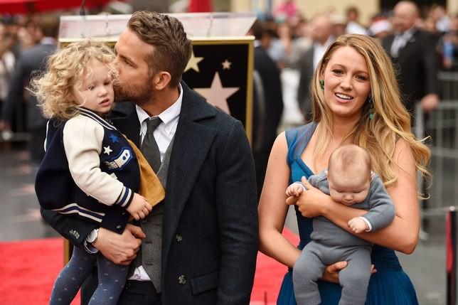 Ryan Reynolds hạnh phúc bên gia đình. Nguồn: Wiki