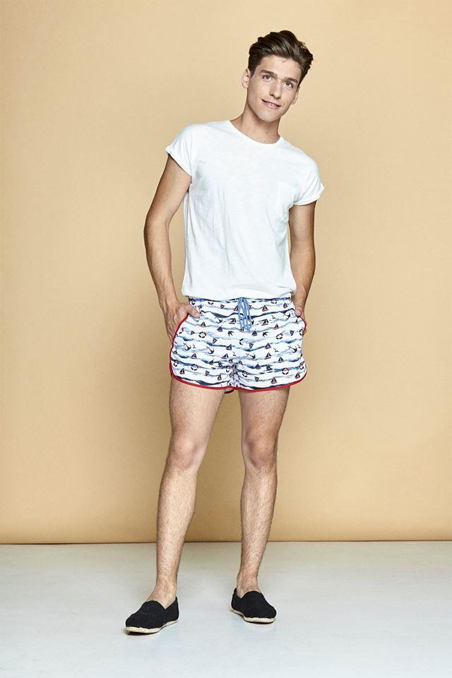ELLE Man Style Calendar 'F5' phong cách với chiếc quần short đi biển. (10)