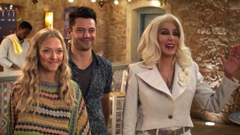 """Bộ phim còn có sự góp mặt của """"người đẹp không tuổi"""" Cher trong vai mẹ Donna. Ảnh: Youtube"""