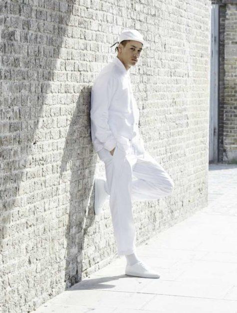 Phong cách all-white thích hợp với những chài trai có nước da ngăm. Ảnh: The Idle Man