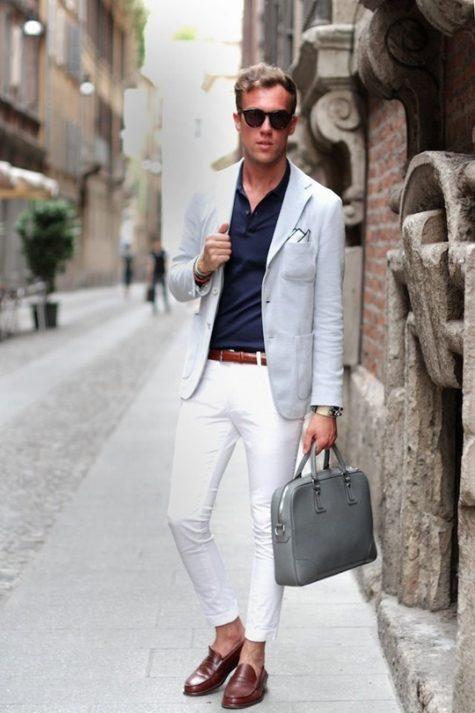 Cùng với quần jean trắng, áo blazer sẽ tạo nên vẻ sang trọng lịch lãm cho những chàng trai. Ảnh: Pinterest
