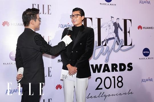 Quang Đại trả lời phỏng vấn của MC Sơn Ngọc Minh tại thả m đỏ. Ảnh: Đại Ngô Studio