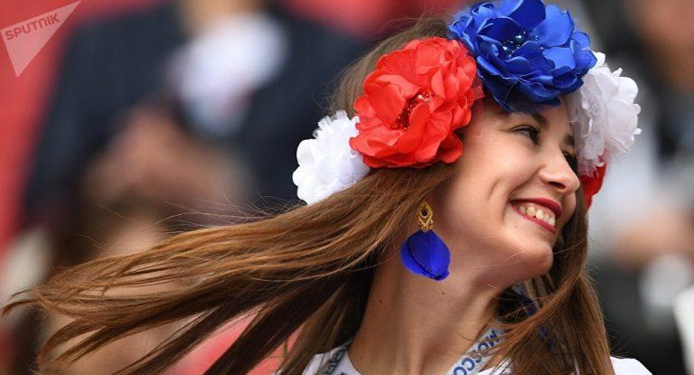 Vẻ đẹp World Cup không thể thiếu những cô gái Pháp với nụ cười tự nhiên và rạng rỡ