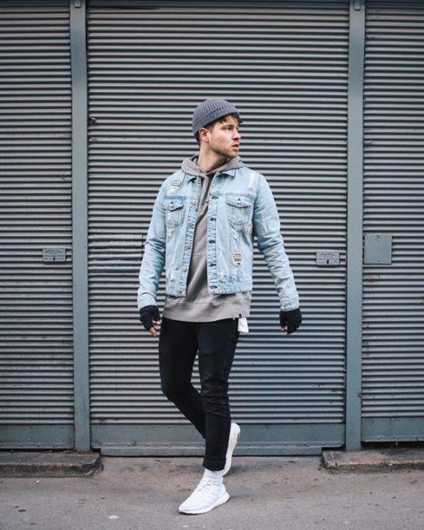 Áo denim sáng màu cùng chiếc quần jeans dark blue sẽ tạp nên sự năng động và phá cách. Ảnh: Imaxfree