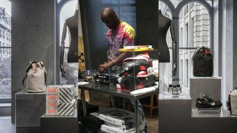 NTK Virgil Abloh tái tạo không gian làm việc Off-White tại triển lãm của Ssense