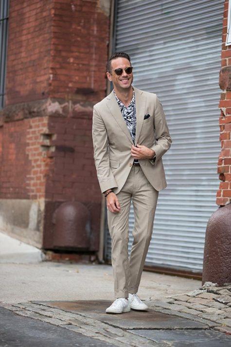 Nhiều quý ông có thể mặc suit vào mùa Hè và tự tin dạo phố. Ảnh: Hespokestyle