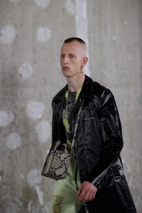 Màu sắc tươi mới cùng những chiếc túi với họa tiết da sắc cực kì bắt mắt. Ảnh: Eva Al Desnudo
