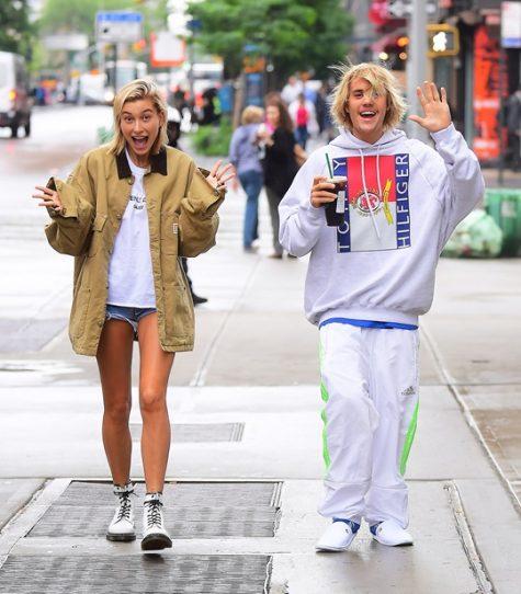 Justin Bieber và Hailey Baldwin trông thật hạnh phúc trên đường phố. Ảnh: People