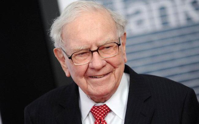 Warren Buffett vượt lên vị trí thứ 3 sau nhiều ngày bị dẫn trước. Ảnh: CafeF