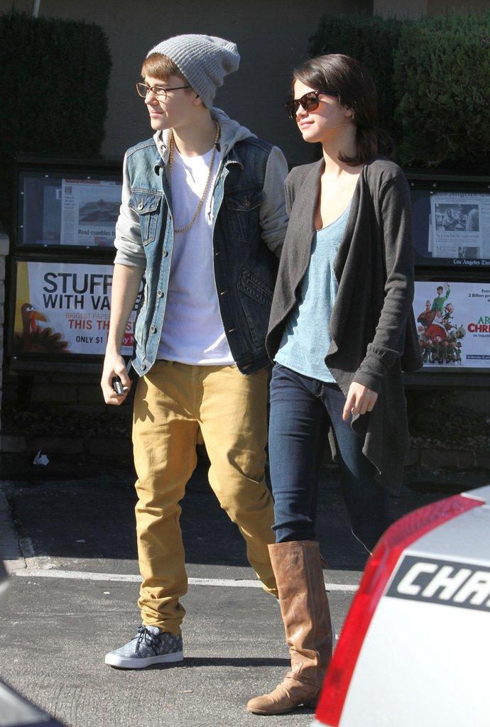 Justin Bieber cũng từng chọn những kiểu quần chinos để dạo phố. Ảnh: Popsugar