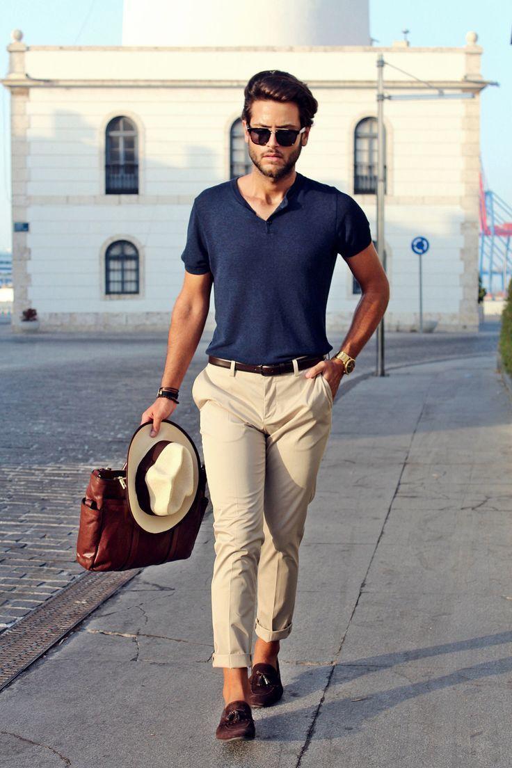 Quần chinos là đại diện tiêu biểu của phong cách smart-casual. Ảnh: Pinterest