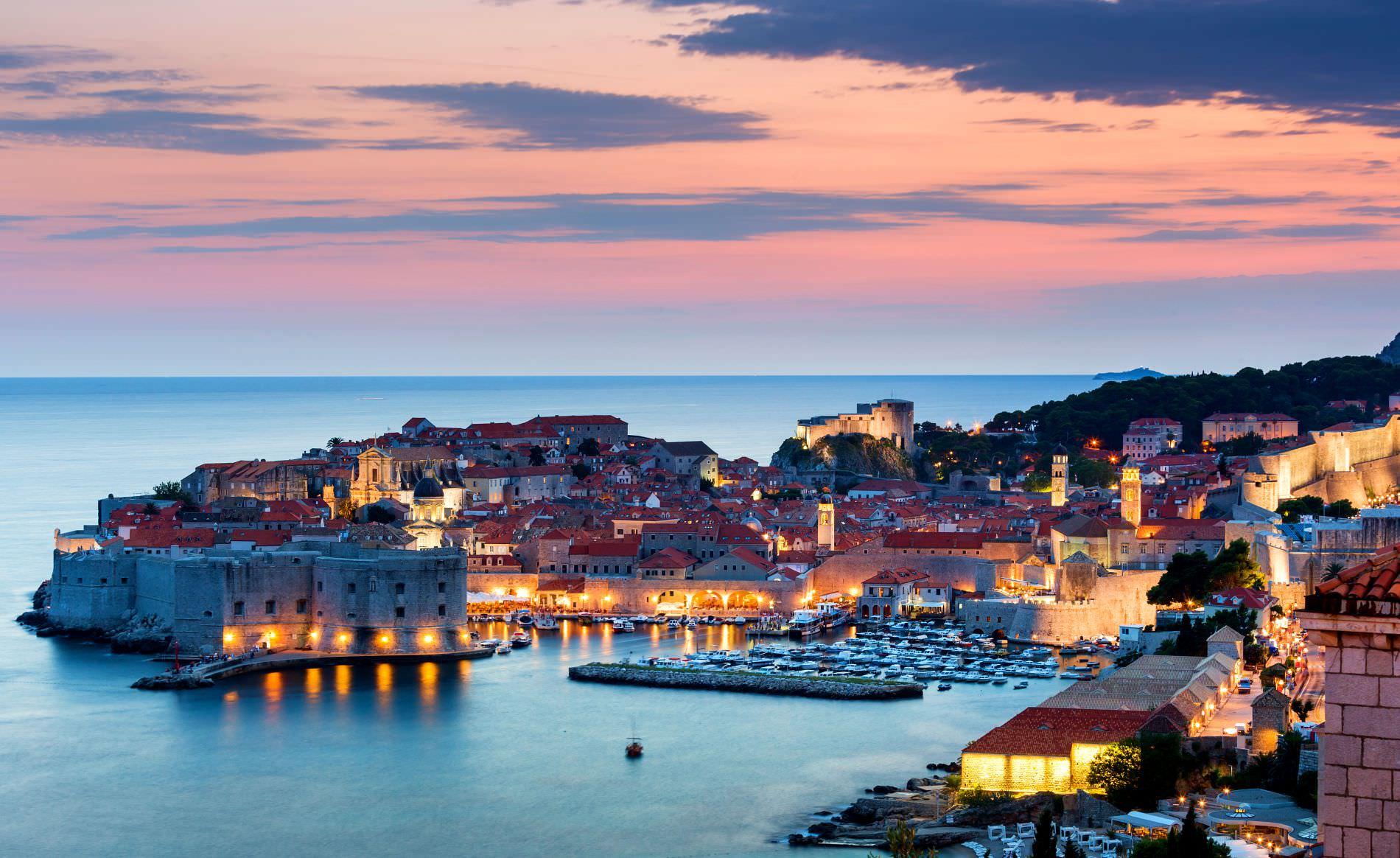Hình ảnh thơ mộng của đất nước Croatia về đêm. Ảnh: Circolonauticocervia