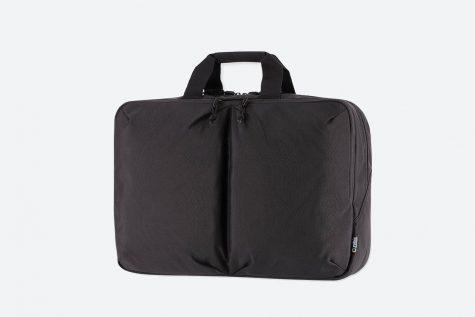 Mẫu túi xách của thương hiệu UNIQLO có giá 40$. Ảnh: Highsnobiety