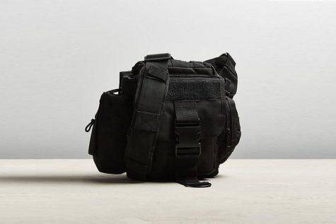 Chiếc túi đeo chéo cổ điển của thương hiệu Rothco có giá 59$. Ảnh: Highsnobiety
