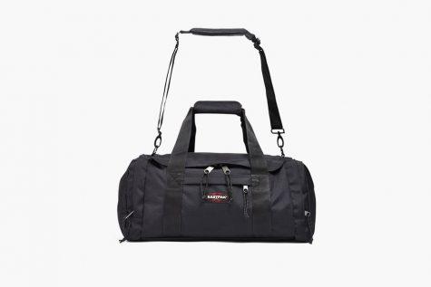 Mẫu túi hình chữ nhật quen thuộc trong những ngày tập gym cũng được sử dụng làm túi xách du lịch. Ảnh: Highsnobiety