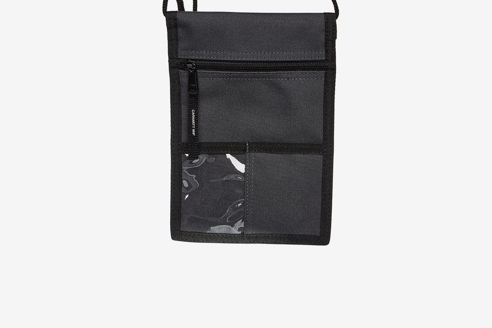 Chiếc túi Neck Pouch của thương hiệu CARHARTT WIP chỉ có giá khoảng 23$. Ảnh: Highsnobiety