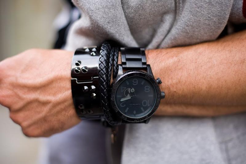 Sự kết hợp của đồng hồ nam với những mẫu phụ kiện khác nhau tạo ra phong cách độc đáo. Ảnh: Afwf.co