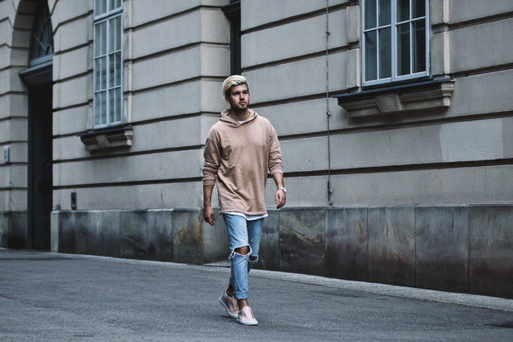 quan-jeans-rach-hoodie-elle-man-2