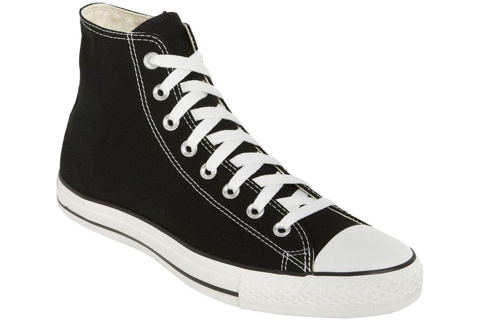 Converse cổ cao luôn nằm trong top những đôi giày nam phong cách của hầu hết chàng trai. Ảnh: Esquire