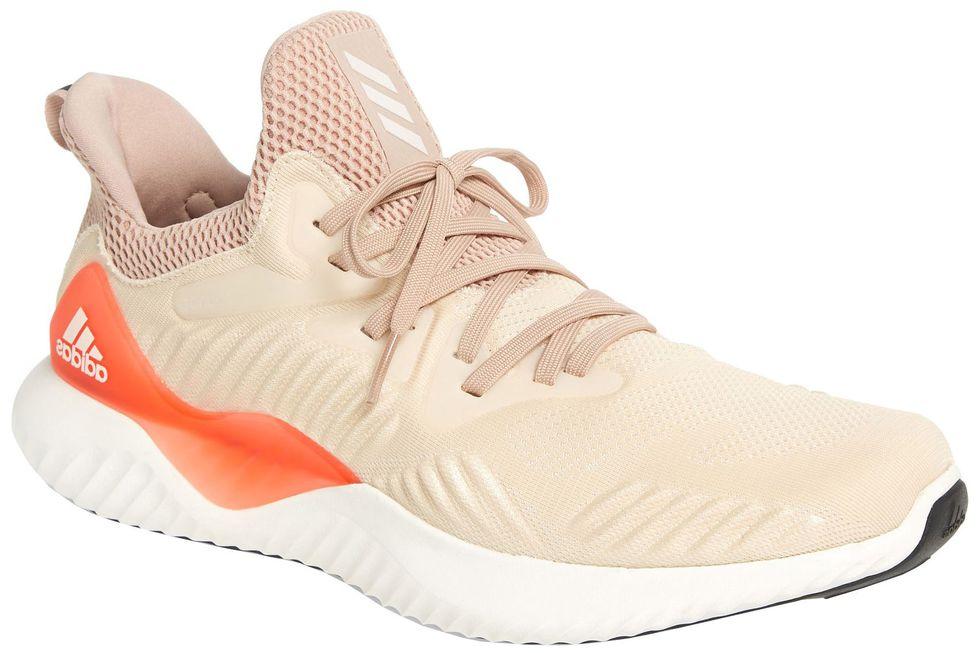 Giày nam phong cách chính là tên gọi hoàn hảo cho những mẫu sneaker thể thao năng động. Ảnh: Esquire