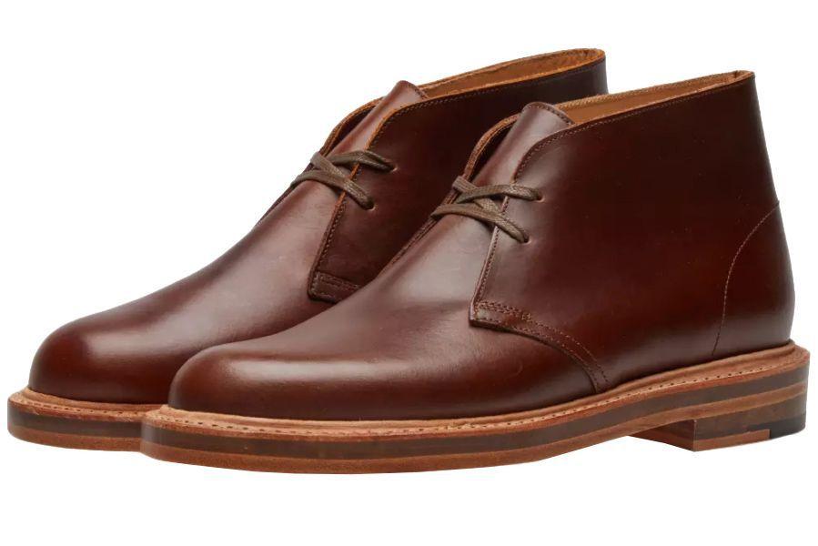 Chất liệu da luôn tôn lên dáng vẻ sang trọng của những đôi giày nam phong cách cho thời điểm giao mùa. Ảnh: Esquire