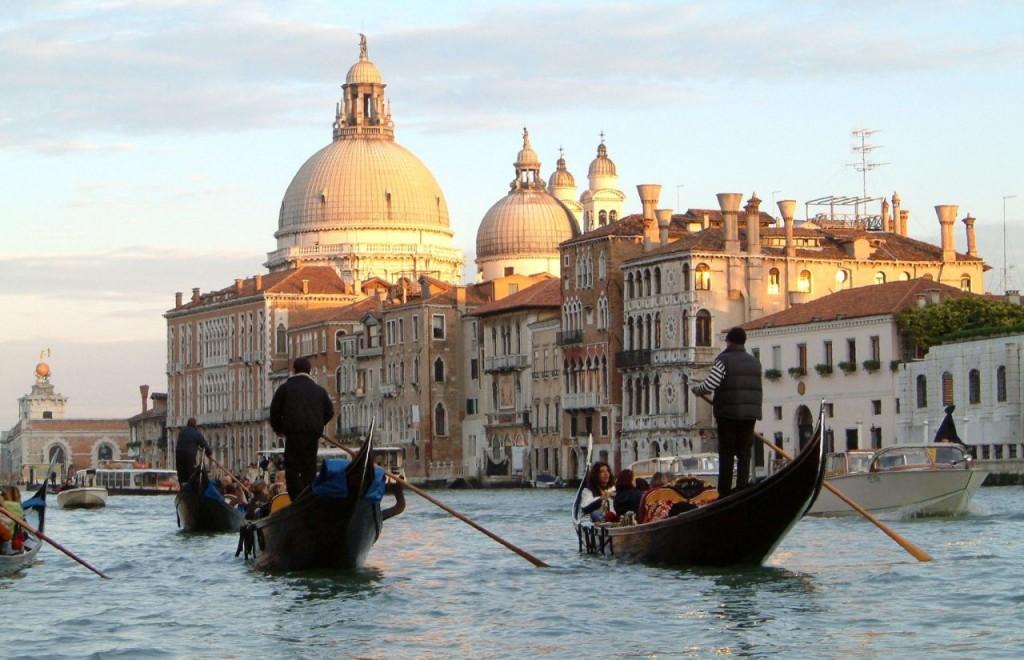 Du lịch ý chúng ta sẽ được trải nghiệm những nét văn hóa độc đáo khác nhau. Ảnh: Bestprice Travel