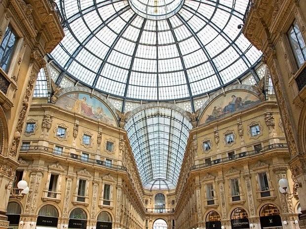 Milan là một trong những kinh đô thời trang thế giới với hàng triệu cửa hàng từ bình dân đến cao cấp. Ảnh: Zing