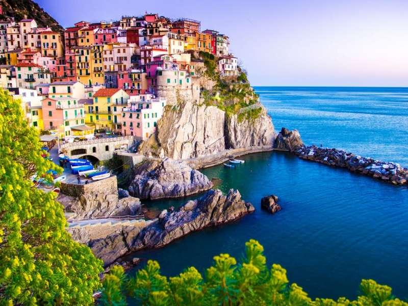 Cinque Terre là một ngôi làng nhỏ với những ngôi nhà rực rỡ sinh động mang đậm dấu ấn Địa Trung Hải. Ảnh: ItalyXP