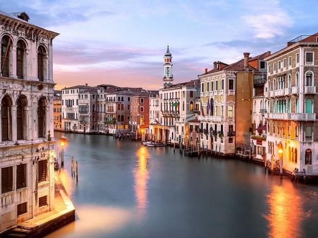 Dường như thành phố Venice được sinh ra chỉ để kể những câu chuyện tình. Ảnh: Zing