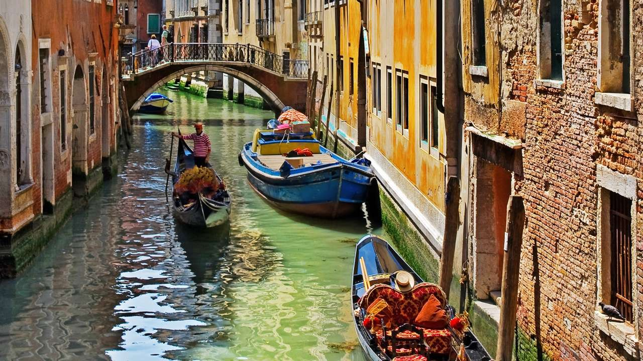 Lãng mạn và đầy chất thơ, đó là những mỹ từ hoàn hảo nhất để miêu tả về thành phố Venice, thành phố của tình yêu và thi ca. Ảnh: Guesthero