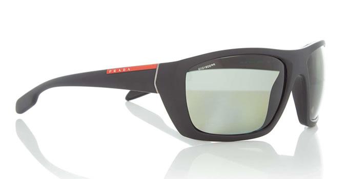Mắt kính thể thao của Prada có giá 226 €. Ảnh: Fashionbeans