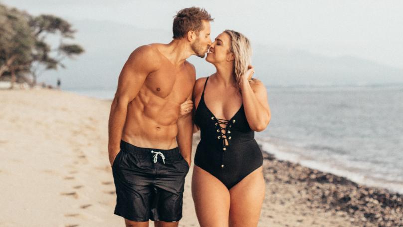Bí quyết hẹn hò đầu tiên là không nên lo lắng về vấn đề múi bụng. Ảnh: LADbible