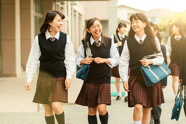 ... đến ngoài cuộc sống, những bộ đồng phục trở thành biểu tượng của văn hóa Nhật Bản. Ảnh: Lubukcerita