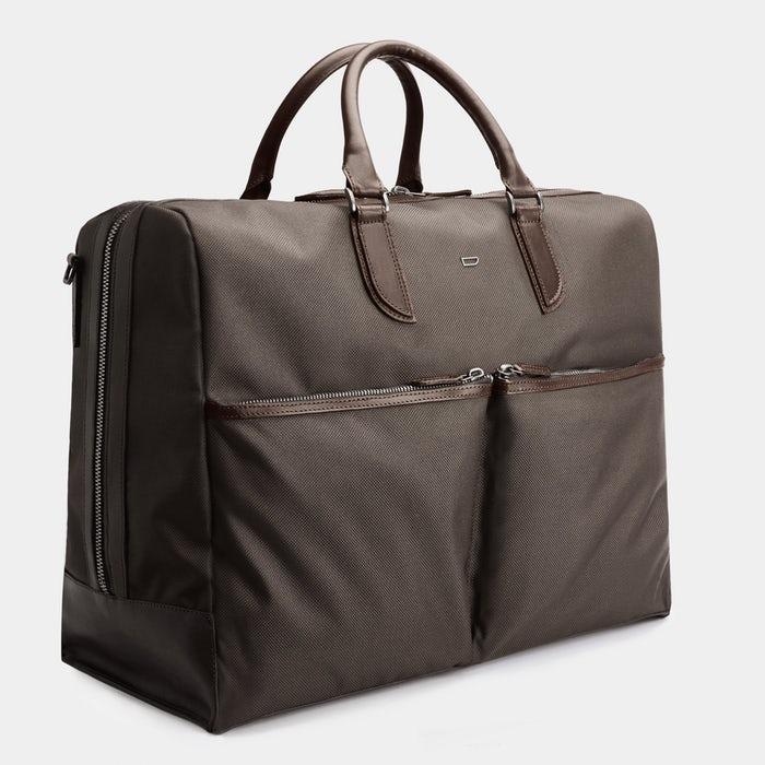 Chiếc túi C3–4 Holdall với sắc nâu thanh lịch này có giá khoảng 295 €. Ảnh: Carlfriedrik