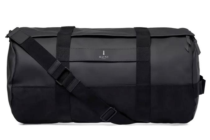 Mẫu túi Rains Duffle Bag có giá 75 €. Ảnh: Asos
