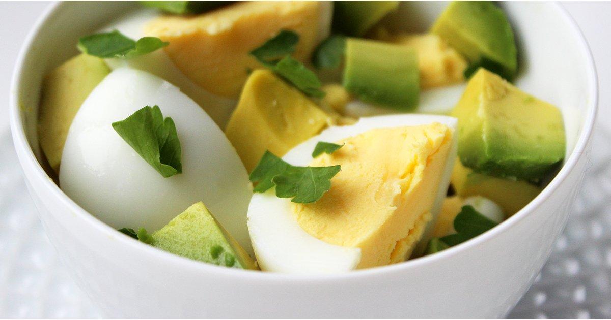 Hãy để bữa tối nhẹ nhàng hơn với trứng và một số rau củ nhẹ. Ảnh: Popsugar