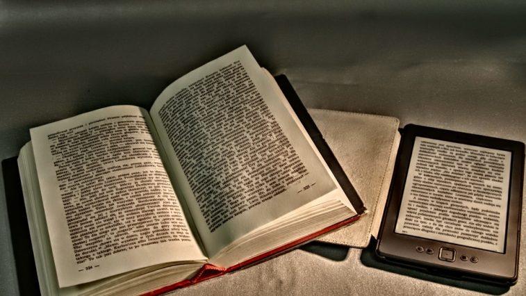Thói quen đọc sách thời công nghệ: Lợi và hại như thế nào?