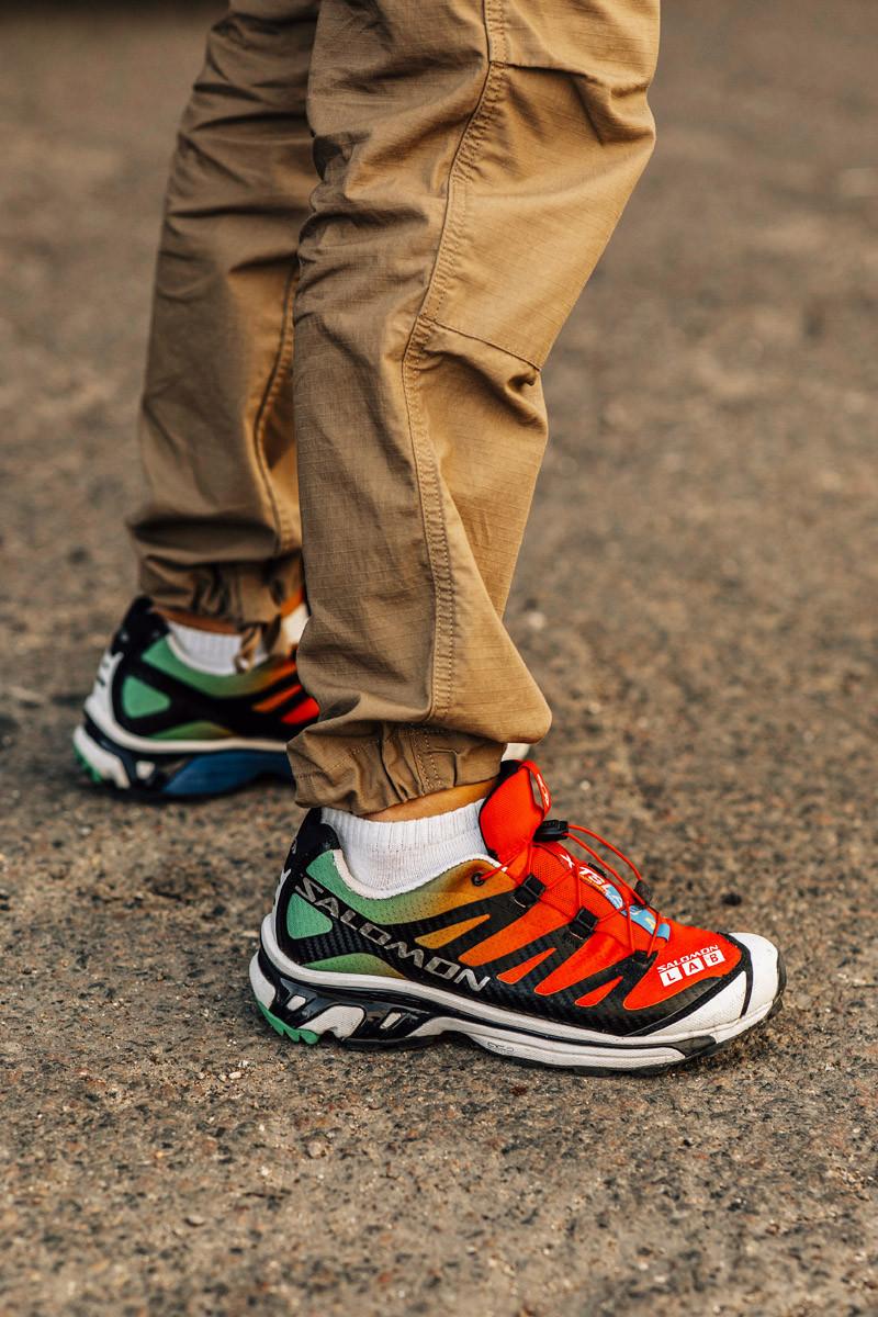 Nhà Salomon cũng góp mặt với đôi giày thể thao cam rực rỡ. Ảnh: Asia Typek
