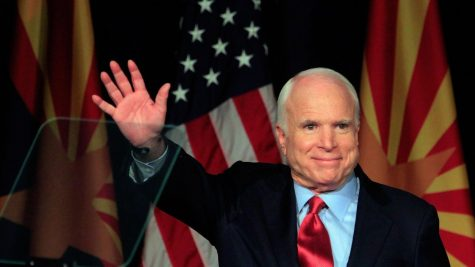 """Nhìn lại cuộc đời của """"người bạn của Việt Nam"""" John McCain"""