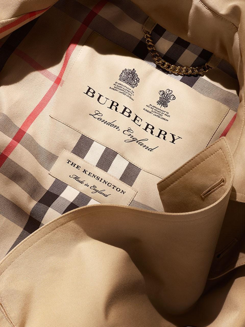 Thiết kế logo và hoạ tiết monogram của thương hiệu Burberry như là một biểu tượng trong thời trang cao cấp. Sự thay đổi táo bạo này đã làm dậy sóng dư luận trong giới mộ điệu thời trang. (Ảnh: Burberry)