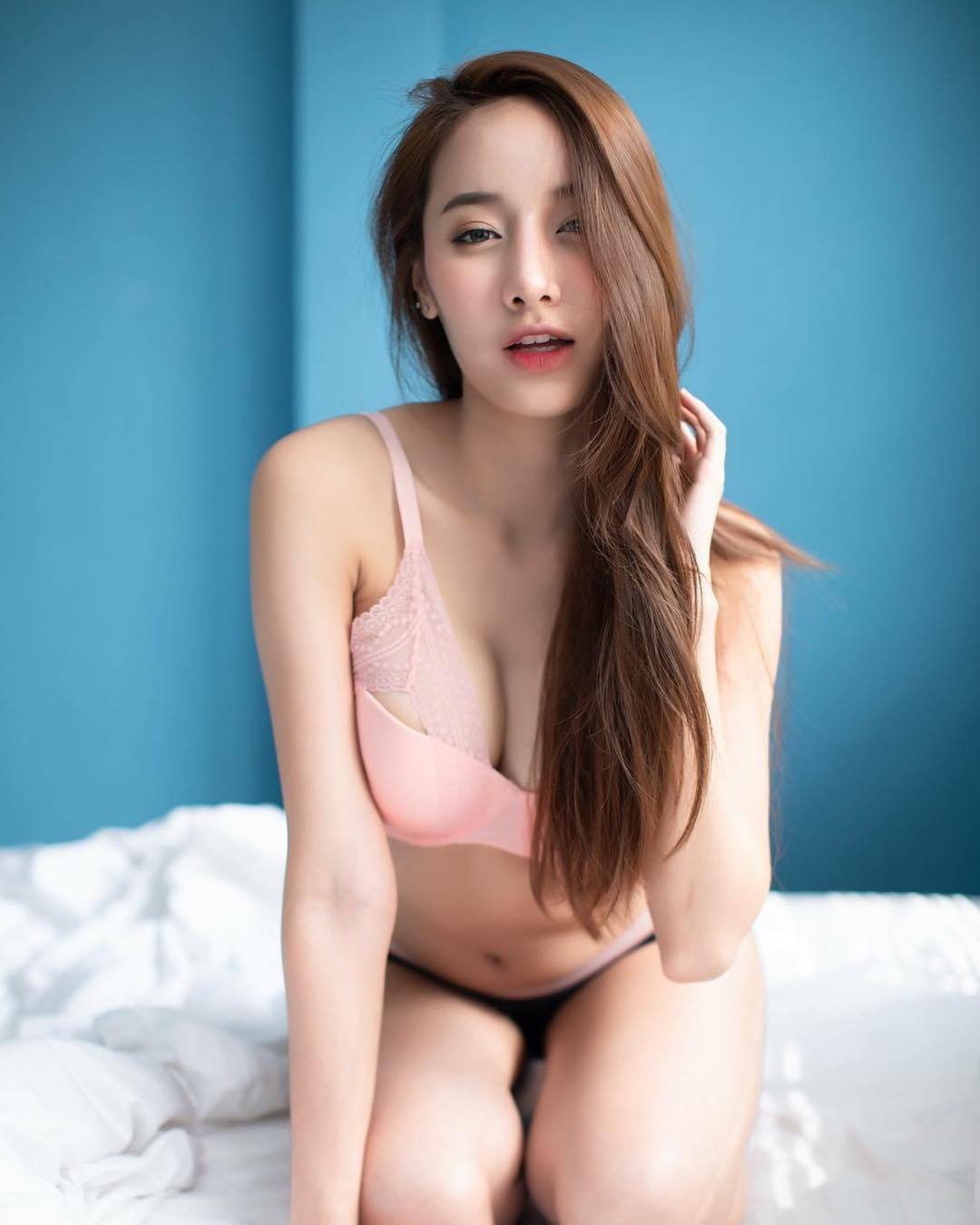 tai khoan instagram hot girl thai lan - Pichana Yoosuk - elle man 1
