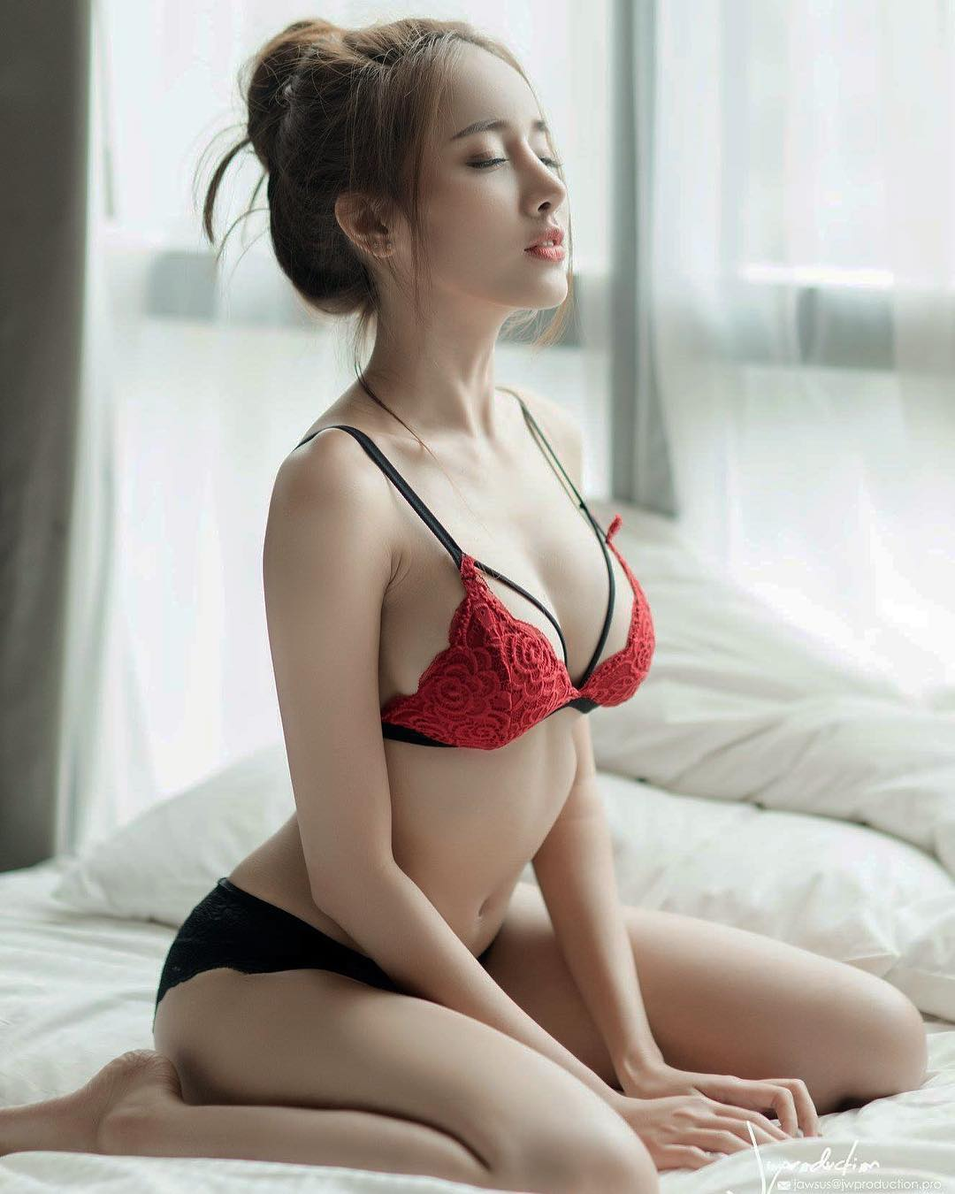 tai khoan instagram hot girl thai lan - Pichana Yoosuk - elle man 2