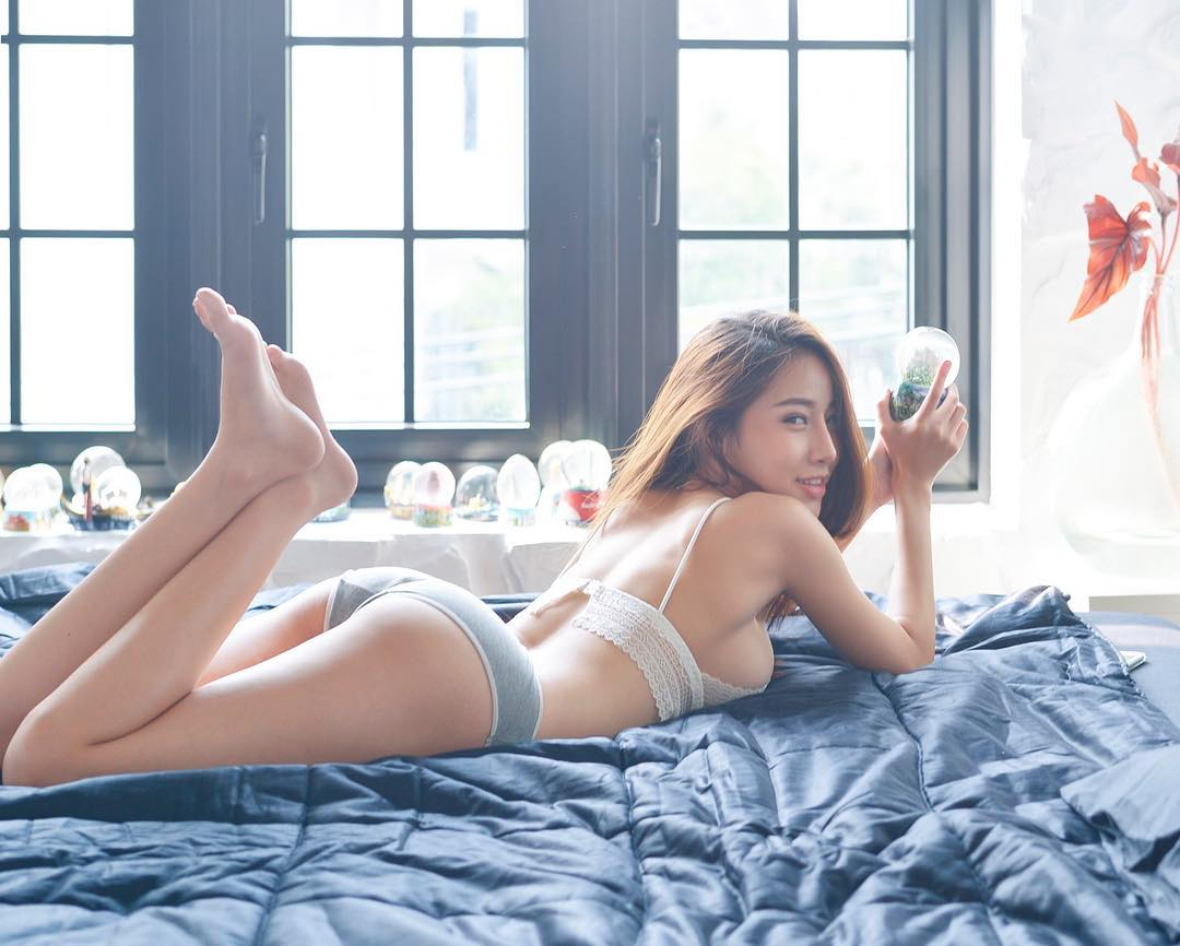 tai khoan instagram hot girl thai lan - Pichana Yoosuk - elle man 3
