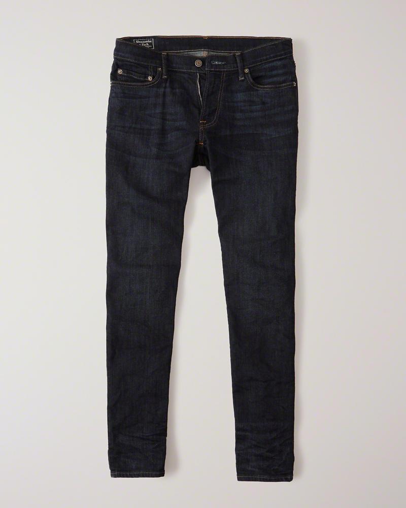Mẫu quần jeans nam tối giản nhưng vô cùng đẹp mắt và tôn lên dáng vẻ nam tính cho mọi chàng trai. Ảnh: Abercrombie (Giá tham khảo: 78$)
